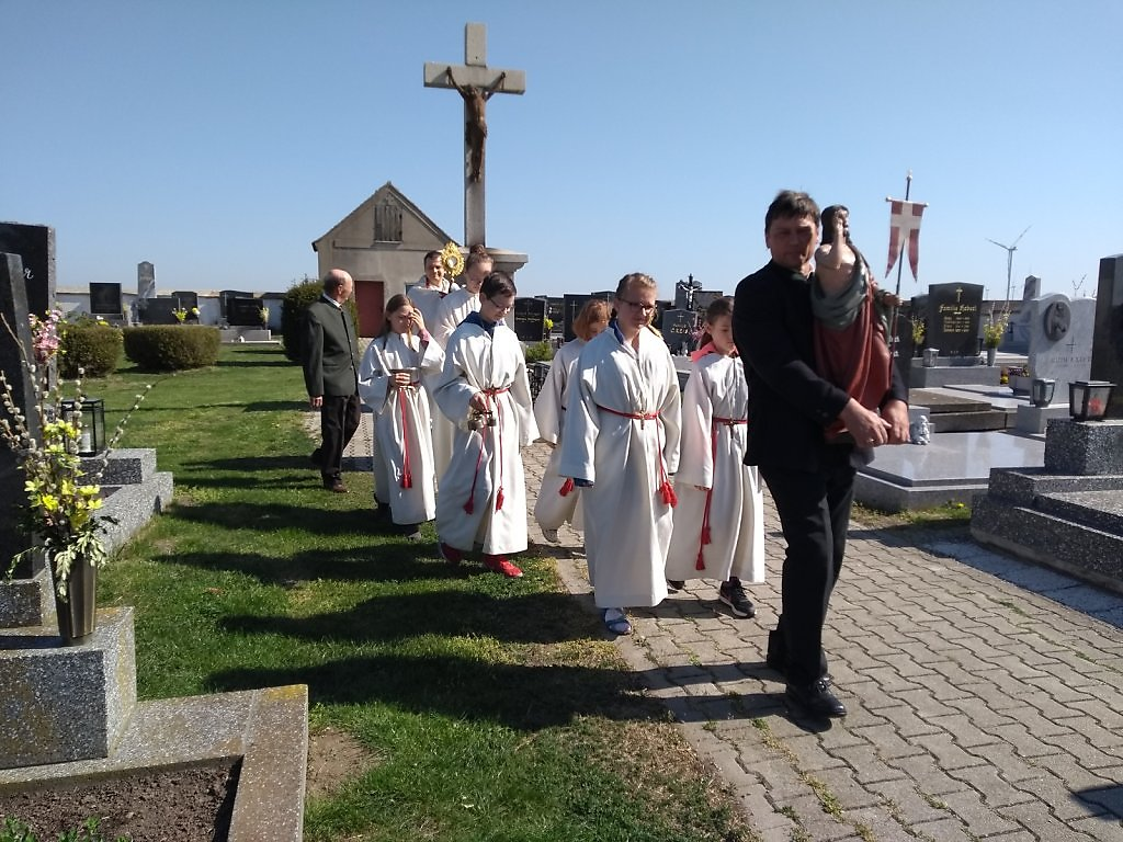 21-APRIL-2019-PROZESSION-ZUM-FRIEDHOF.jpg
